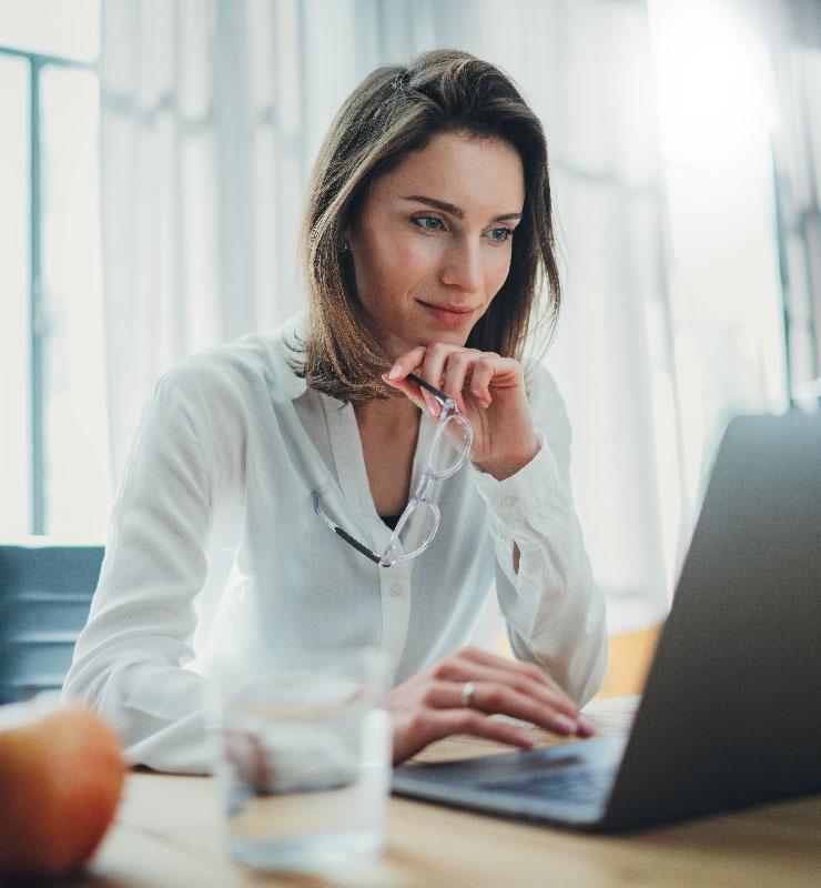 business-woman-laptop